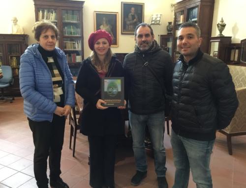 Donato manuale di permacultura alla Biblioteca comunale di Alcamo.