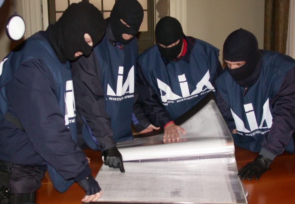 Arata/Nicastri: mazzette da 30 mila euro per oleare alcune pratiche in regione.